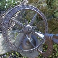Sonnenuhr Gusseisen Landhaus Dekoartikel Gartendeko römische Ziffern Stern TH36